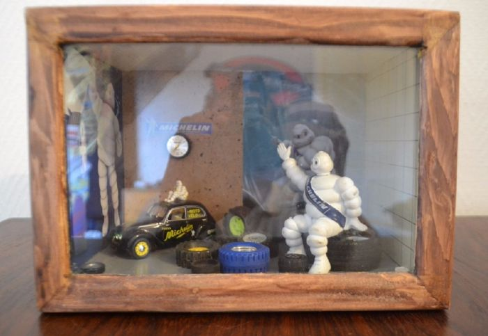 Michelin & Peugeot 202 - Display case / Diorama with wooden