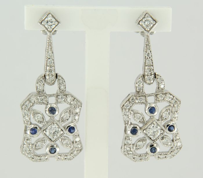 14 kt white gold dangle earrings set with 68 brilliant cut diamonds of 0.90 ct and 8 sapphires of 0.10 ct, earring height 3.0 cm ***LOW RESERVE PRICE***