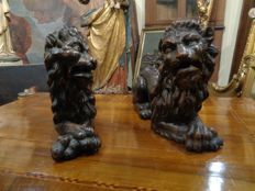 Pair of wooden lions - Italy, Veneto - late 17th century, early 18th century