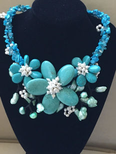 Statement necklace (handmade) with flowers of turquoise and baroque pearls