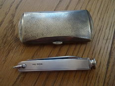 Silver pipe knife and cigarette box.