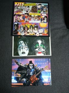 2 Kiss albums, Dynasty (1979) and Unmasked (1980) + certificated photo, autograph from Simmons Gene