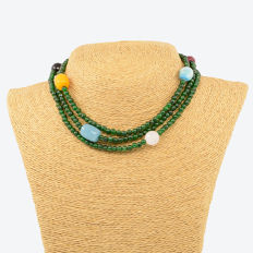 Necklace with emeralds and assorted gemstones - 18k/750 yellow gold – Length: 112 cm.