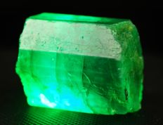 Natural Emerald gemmy intensive color from Colombia - precious find - 2,2 x 2,0 x 1,8 cm - 13gm - 65 ct