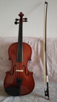 English 4/4 violin, complete with bow and case - 2000