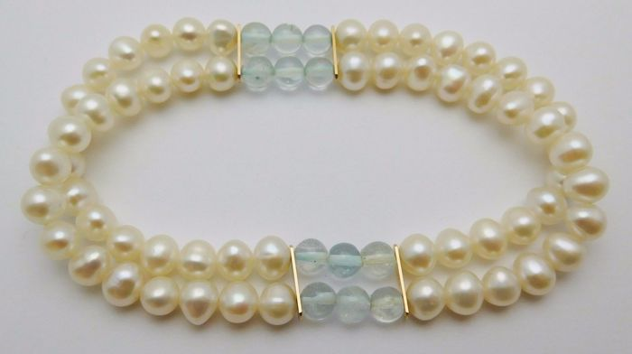 Bracelet with cultured pearls and aquamarine. No reserve price.