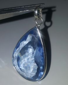 Silver stirling pendant 925 with large blue topaz