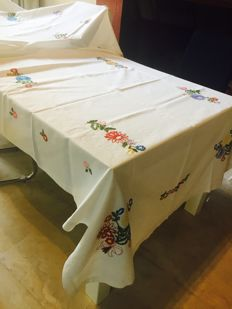 Precious and ancient tablecloth with super embroidery cm 368 x 140. Pure double cotton
