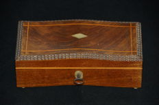 Jewellery box inlaid with mother of pearl