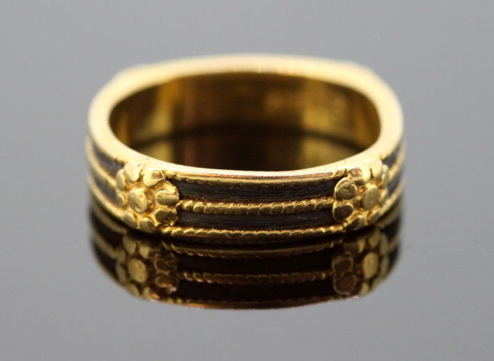 22K Yellow Gold Ring With Black Enamel, 1980's, AJ - Size 54