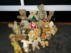 21 plush animal assortment a.o. Steiff, including rare German made rubber doll toy Mecki character Hedgehog