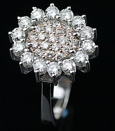 A Beautiful New Ladies Ring with Brilliant cut Diamonds total 1.06 ct