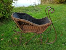 Original sleigh crib - Netherlands - early 20th century