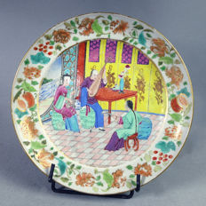 Rare porcelain plate depicting a court scene with MUSICIANS - China - circa 1830, 19th century