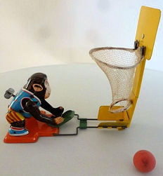"TPS, Japan - Length 20 cm - A tin ""Monkey Basketball Player"" with clockwork drive, 1960s"