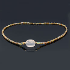 18kt/750 yellow gold necklace with iridescent opal and rose quartz -  - Length 50 cm.