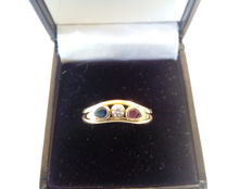 18 kt gold cocktail ring with a ruby, sapphire and zirconia