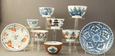 Collection of 7 porcelain cups and 2 porcelain platters - China - 18th century