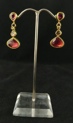 Antique Kundamina earrings in 22 kt gold with tourmaline and diamond rosettes - Rajasthan, Western India - Early 20th century