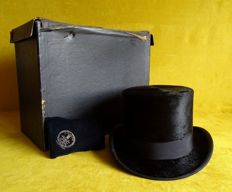 Antique beaver top hat, cylinder hat, wedding hat with polish pad, in travel case