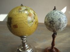 Two beautiful table GLOBES from the previous century - England - 2nd half of the previous century