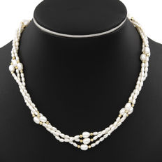 Necklace in 18 kt (750/000) yellow gold - Pearls - Length: 45 cm.