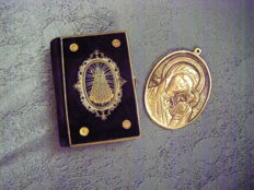 Luxurious little book of devotions and prayers to the Holy Virgin and large bronze medal from the 19th century