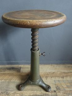 Singer – Industrial workshop stool