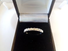 18 kt white gold ring with diamonds. Size: 18.
