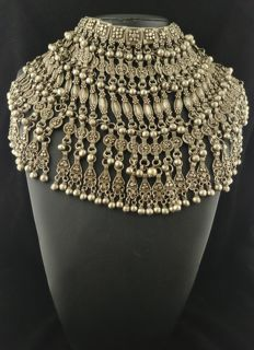 Vintage silver necklace with chiming elements - Yemen, from the mid 20th century