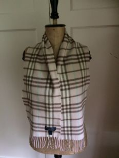 Burberry scarf, small model, pink