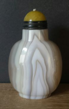 Chinese banded Agate snuff bottle -China - 21st century
