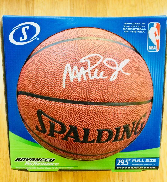 Magic Johnson #32 / LA Lakers - Amazing Signed NBA Spalding Ball - with Certificate of Authenticity PSA/DNA