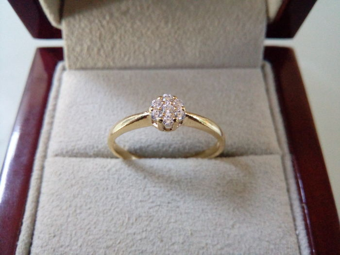 Engagement ring in 18 kt gold with 0.11 ct of diamonds