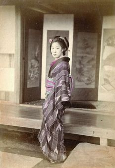 (Attributed to) Sudio di Yokoama by Felice Beato (XIX) - Geisha e Giovani Geishe al bagno