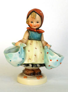 Hummel Goebel - No. 175 - Markt-Christl/Mothers Darling