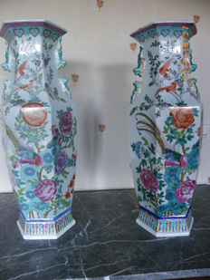 Pair of Chinese vases, famille rose - China - second half of the 20th century