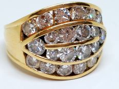 RIng in 18 kt gold weighing 6.75 g - With 2.60 ct in diamonds - Size 10 (Spain)