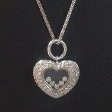 White gold 14 kt (585/1000) necklace with heart pendant with 67 brilliant cut diamonds of 0.80 ct W/VS