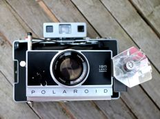 Polaroid instant camera model 195 with rare flash, filter set and exposure meter