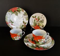 "Limoges, Bill Goldsmith Designer, Christmas breakfast service ""Poinsettia"" for 2."