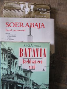 Indonesia; Lot with 3 books about cities - 1989/1998