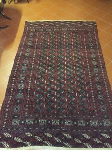 Elegant, authentic, hand-knotted Bukhara, Turkestan; Ghiordesh knotting; Dimensions: 180 x 285 cm