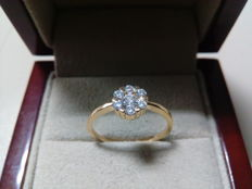 18 kt gold engagement ring and diamonds weighing 0.34 ct, N16