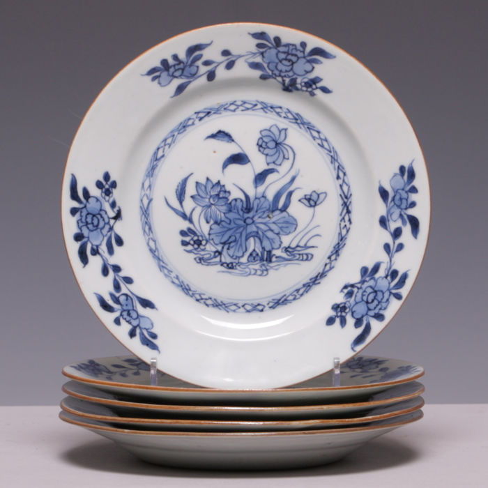 Set of 5 blue/white porcelain plates with lotus flower in garden - China - : lotus flower dinnerware - pezcame.com
