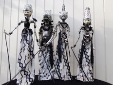 4 large Wayang Golék puppets - handmade and decorated by hand - Indonesia - mid 20th century