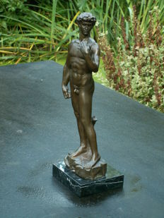 Large bronze copy of Michelangelo's David-