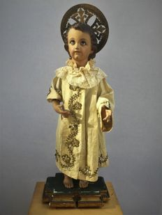 Child Jesus with pedestal, costume, and aura, carving in wood with glass eyes - Spain - early 19th century