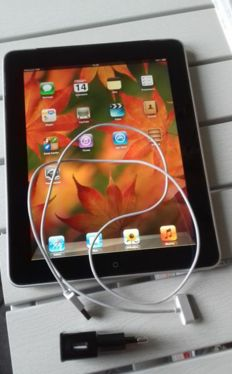 Apple Ipad 1 WiFi + 3g - 32 GB With Apple cover