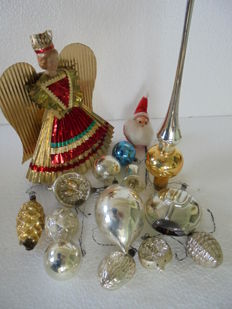 Collection of 15 pieces of antique Christmas tree ornaments with a Jul ball, an Angel tip with porcelain face from 1890-1940